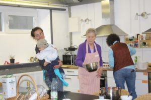 Kinder dürfen auch mitkommen zur internationlen Kochgruppe im DW Odenwald