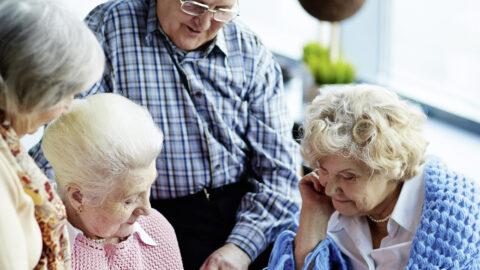 Gruppe von älteren Menschen